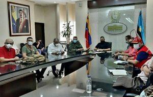 Durante reunión entre el gobernador Omar Prieto con el sector camaronero y navieras se evaluaron medidas para fortalecer el comercio internacional