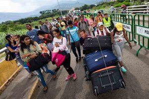 La COVID-19 ha traído de vuelta a más de  95.000 venezolanos desde Colombia