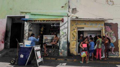 PIB venezolano podría caer un 32.8 por ciento este año