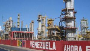 Refinería El Palito queda paralizada luego de una fuga de gas