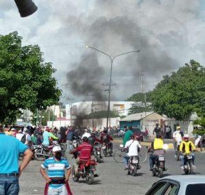 Larenses protestaron por gasolina este domingo