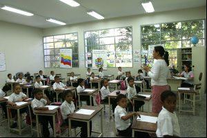 Bajo la modalidad parcial y presencial  el gobierno nacional estudia  el regreso a clases en octubre