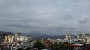 Nubosidad y lluvias estaría provocando la onda tropical número 32 este miércoles en diferentes zonas del país