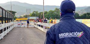 Gobierno venezolano restringe ingreso de connacionales por el Puente Internacional Simón Bolívar