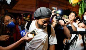 Abogados de Ronaldinho Gaúcho preparan estrategia para conseguir su libertad