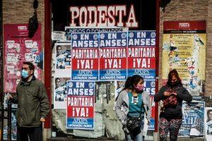 Argentina supera 7.000 muertos por COVID y bate récord de muertes, con 382
