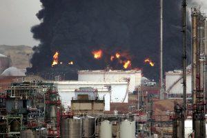 Un rayo provoca una explosión en la planta petroquímica de Repsol en Puertollano