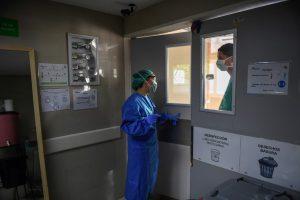 Dos enfermeros mueren por la COVID-19