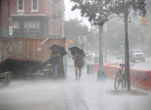 Un muerto y más de un millón sin luz en el área de Nueva York por la tormenta «Isaías»