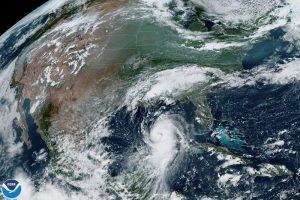 Laura se convirtió en huracán de categoría 4 antes de alcanzar costa EEUU del Golfo de México