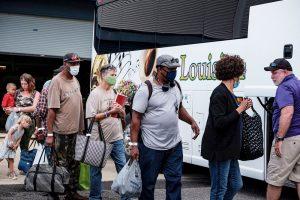 Miles evacuan en EE.UU. ante el «catastrófico» impacto del huracán Laura