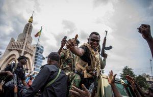 El líder de las protestas en Mali se retira ante la promesa de elecciones de los golpistas