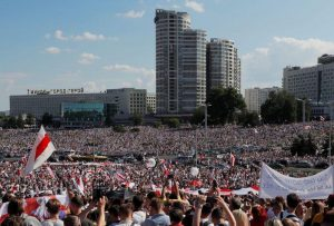 Manifestantes colman la capital de Bielorrusia pidiendo la dimisión de Lukashenko