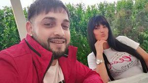 Vídeo: Un cantante y su esposa fueron arrollados por un tren mientras transmitían un «en vivo» en Facebook