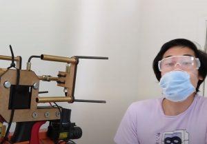 El novedoso invento que dispara mascarillas ajustables