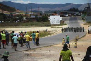 Paso para venezolanos que regresan a Venezuela por Santa Elena de Uairén continua cerrado