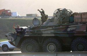 Armenia y Azerbaiyán se enfrentan por segundo día, con más de 15 soldados muertos