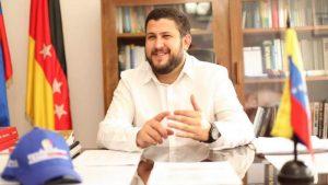 Smolansky: «La doctrina de Responsabilidad para Proteger (R2P) es legítima en Venezuela»