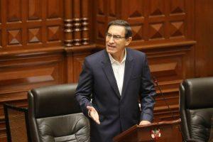 Vizcarra se salva de destitución en juicio político en Congreso peruano