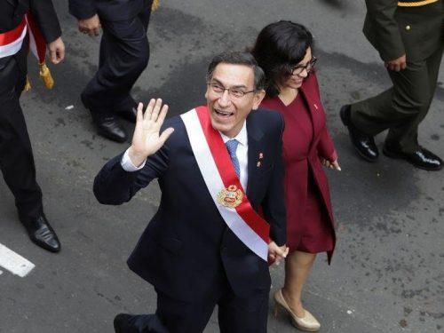 Presidente de Perú pide disculpas, habla de traición y acusa al jefe del Congreso de «conspiración»