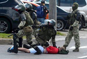 Oposición amenaza con protestas indefinidas tras investidura de Lukashenko