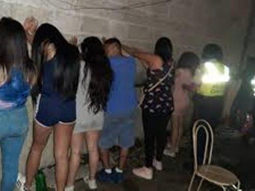 Detienen 12 personas por realizar una fiesta en Miranda