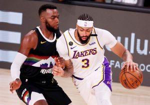 Davis coloca a Lakers a un triunfo de las Finales de la NBA