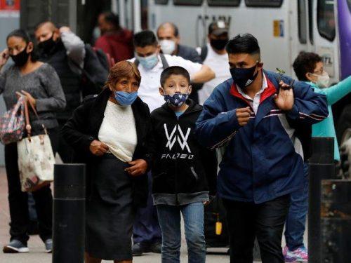 Mexicanos despiden el año en hospitales abarrotados y en vilo por enfermos