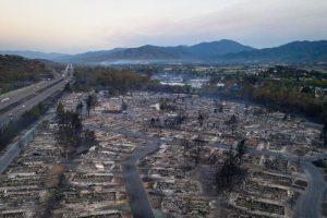 Equipos de búsqueda revisan zonas quemadas de Oregón mientras incendios continúan en oeste de EEUU