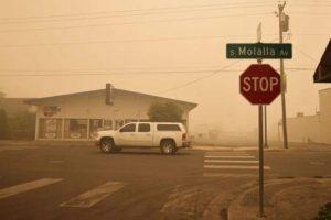 Ordenan evacuar a 10 % población de Oregón por incendios que han dejado 24 muertos en oeste EEUU