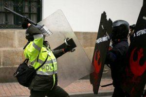 Un hombre muere en capital colombiana tras violenta agresión policial