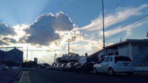 Entre sudor y lágrimas el sector salud en el Zulia pasa hasta 18 horas en cola por 20 litros de gasolina