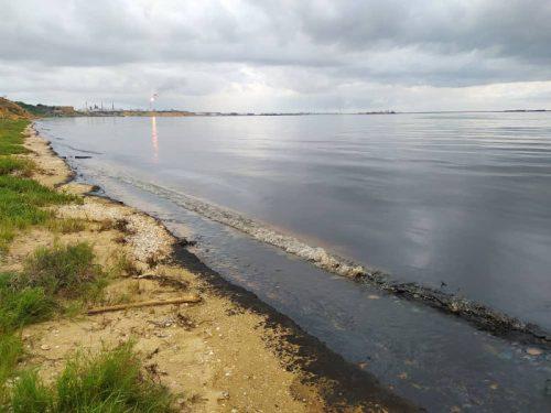Derrame de petróleo afecta nuevamente las costas de Falcón