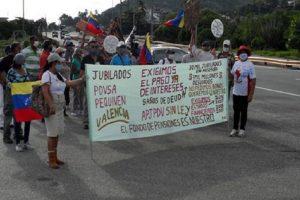Jubilados de Pdvsa protestaron en Valencia para exigir el pago del fondo de pensiones