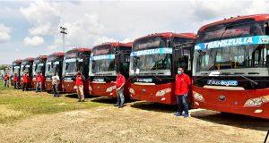 Omar Prieto entregó ocho autobuses Yutong a los municipios del Sur del Lago
