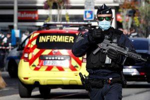 Ataque con cuchillo en iglesia francesa deja tres muertos, incluida una mujer decapitada