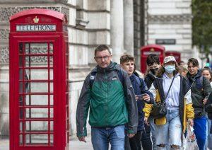 Premier británico anunciará nuevas restricciones escalonadas por COVID-19 ante creciente preocupación por pandemia