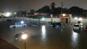 Llueve por mas de tres horas en Maracaibo y se desbordan 12 cañadas