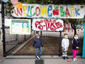 Nueva York da marcha atrás y reabrirá escuelas primarias pese al coronavirus