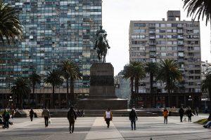 Uruguay llega a un nuevo récord de casos diarios de COVID-19 con 136 positivos