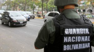 Denuncian hostigamiento de la GNB contra periodista en centro electoral de El Hatillo