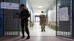 Funcionarios del Plan República niegan el acceso de periodistas en centro de votación en Guárico
