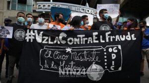 Jóvenes venezolanos manifestaron su rechazo a las elecciones parlamentarias