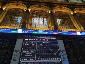 La Bolsa española baja un 0,39 % y se aleja de los 8.600 puntos