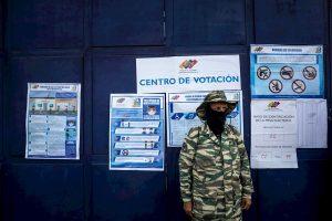 Venezuela espera avance de resultados electorales tras cinco horas del cierre