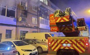 Un muerto y 21 heridos en incendio en un edificio de tres pisos en España