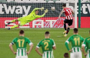 Épico pase a semifinales del Athletic por penaltis, con Simón decisivo