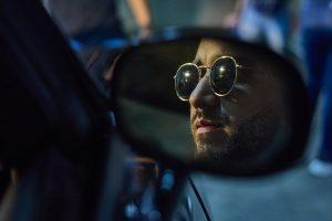César Brou proyecta su talento en el video de «Tocándote así»