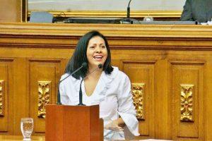Dignora Hernández: «La emergencia humanitaria es anterior a las sanciones»