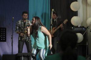 La cantante Rosa Virginia nos llena de fe con su nuevo promocional «Los cielos se abren»